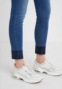 BOSS - Jeans Skinny Fit - medium blue - 3