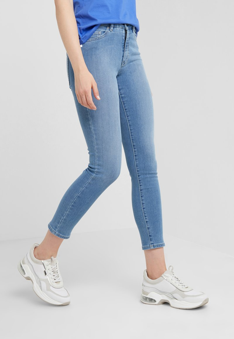 BOSS - Jeans Skinny Fit - bright blue