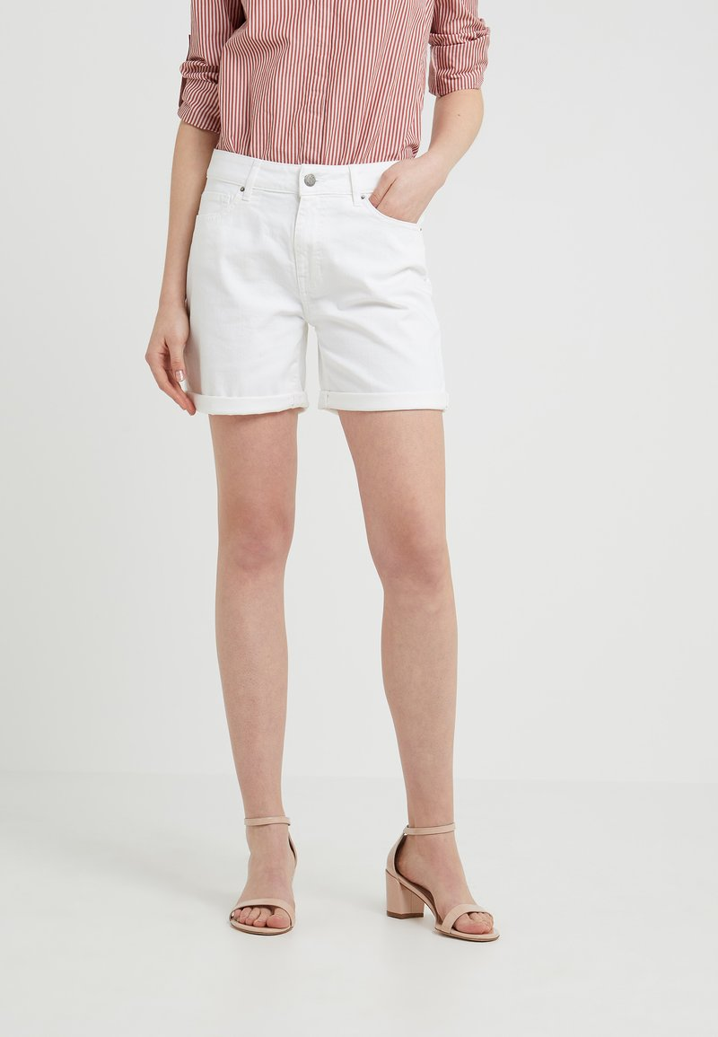 BOSS - HAYFIELD - Jeans Shorts - white