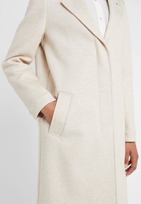 BOSS - OCOMFY - Zimní kabát - open white - 5
