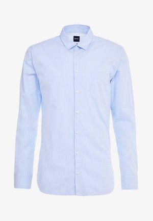 MAGNETON SLIM FIT - Košile - light blue