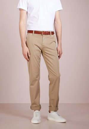 REGULAR FIT - Pantalones - light pastel / brown