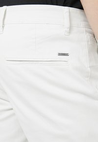BOSS - REGULAR FIT - Bukse - open beige - 4