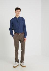BOSS - REGULAR FIT - Pantalones - brown - 1