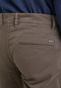 BOSS - REGULAR FIT - Pantalones - brown - 4