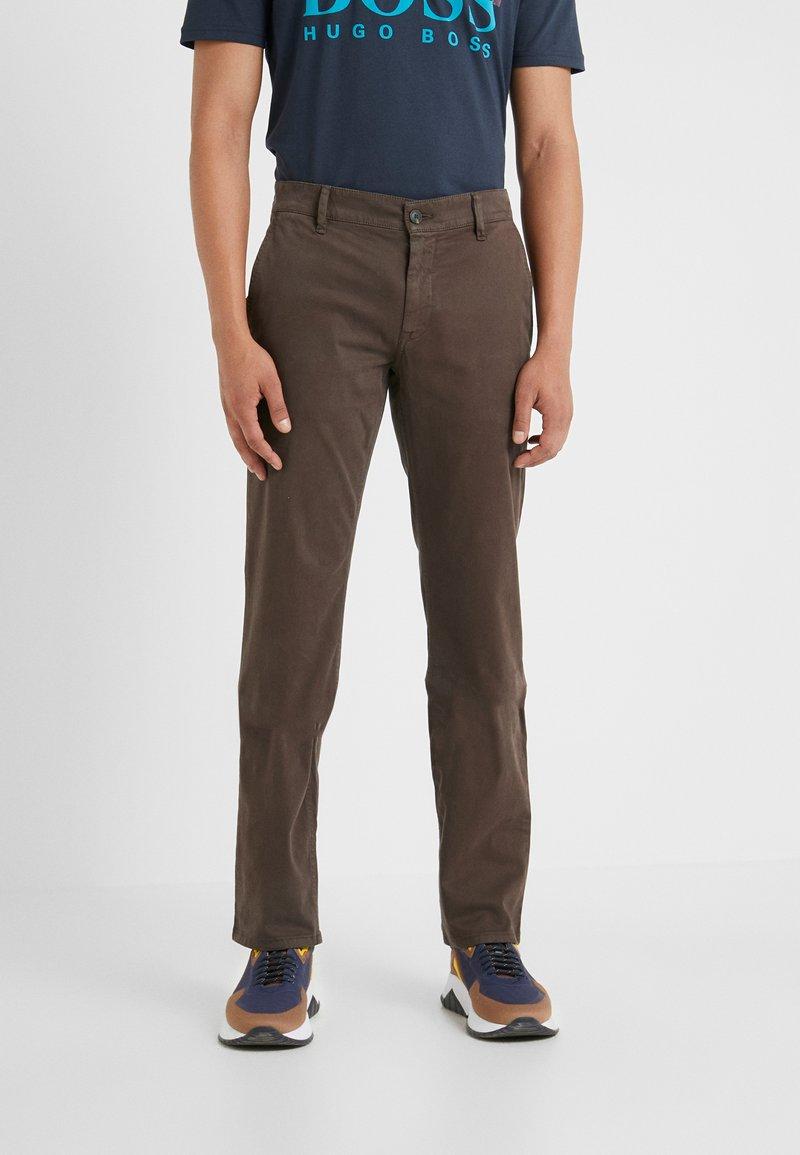 BOSS - REGULAR FIT - Kalhoty - brown