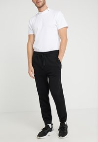 BOSS - SKYMAN - Pantalon de survêtement - black - 0