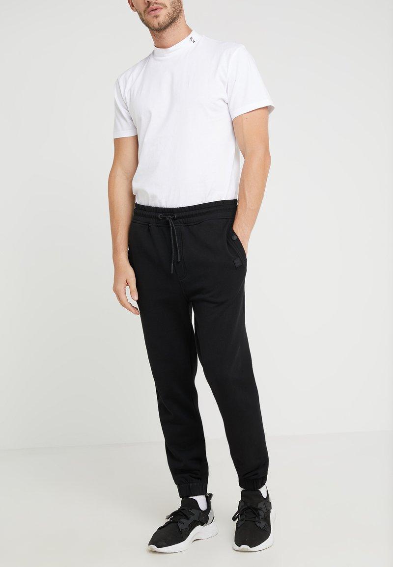 BOSS - SKYMAN - Pantalones deportivos - black