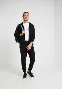 BOSS - SKYMAN - Pantaloni sportivi - black - 1