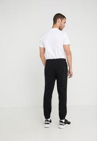 BOSS - SKYMAN - Pantalon de survêtement - black - 2