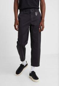 BOSS - SALT - Spodnie materiałowe - black - 0