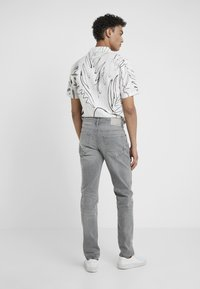 BOSS - TABER - Jeans Tapered Fit - grey denim - 2