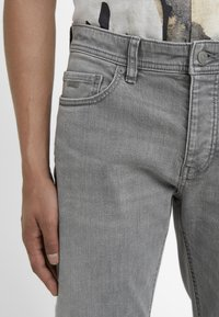 BOSS - TABER - Jeans Tapered Fit - grey denim - 5