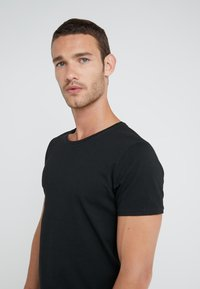BOSS - TROY - T-shirt basic - black - 5