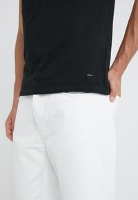 BOSS - TROY - T-shirt basic - black - 3