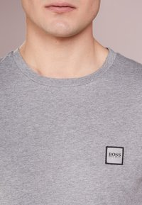 BOSS - TALES 10208401 01 - T-shirt basic - light pastel grey - 4
