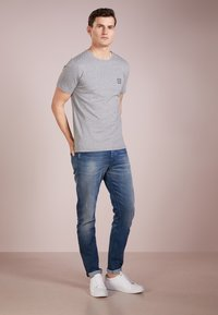 BOSS - TALES 10208401 01 - T-shirt basic - light pastel grey - 1