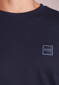 BOSS - TACKS - Top sdlouhým rukávem - dark blue - 4