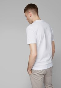 BOSS - TAUCH 1 10208401 01 - T-shirt con stampa - white - 2