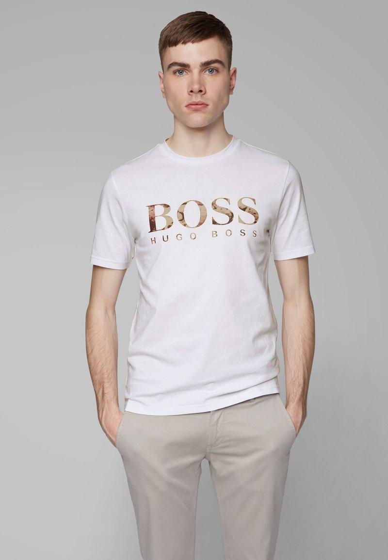 BOSS - TAUCH 1 10208401 01 - T-shirt imprimé - white