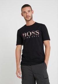 BOSS - TAUCH 1 10208401 01 - Print T-shirt - black - 0