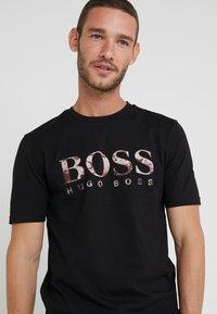 BOSS - TAUCH 1 10208401 01 - Print T-shirt - black - 4