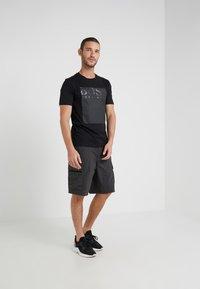 BOSS - TAUCH - T-shirt imprimé - black - 1