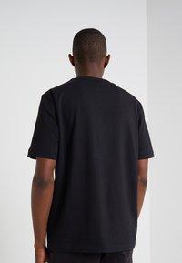 BOSS - TCHUP - Print T-shirt - black - 2
