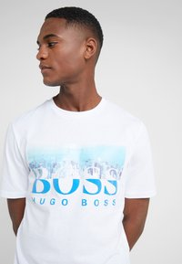 BOSS - TREK  - T-shirt imprimé - white/blue - 5