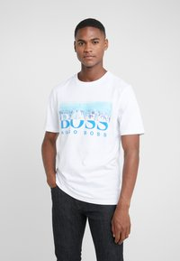 BOSS - TREK  - T-shirt imprimé - white/blue - 0