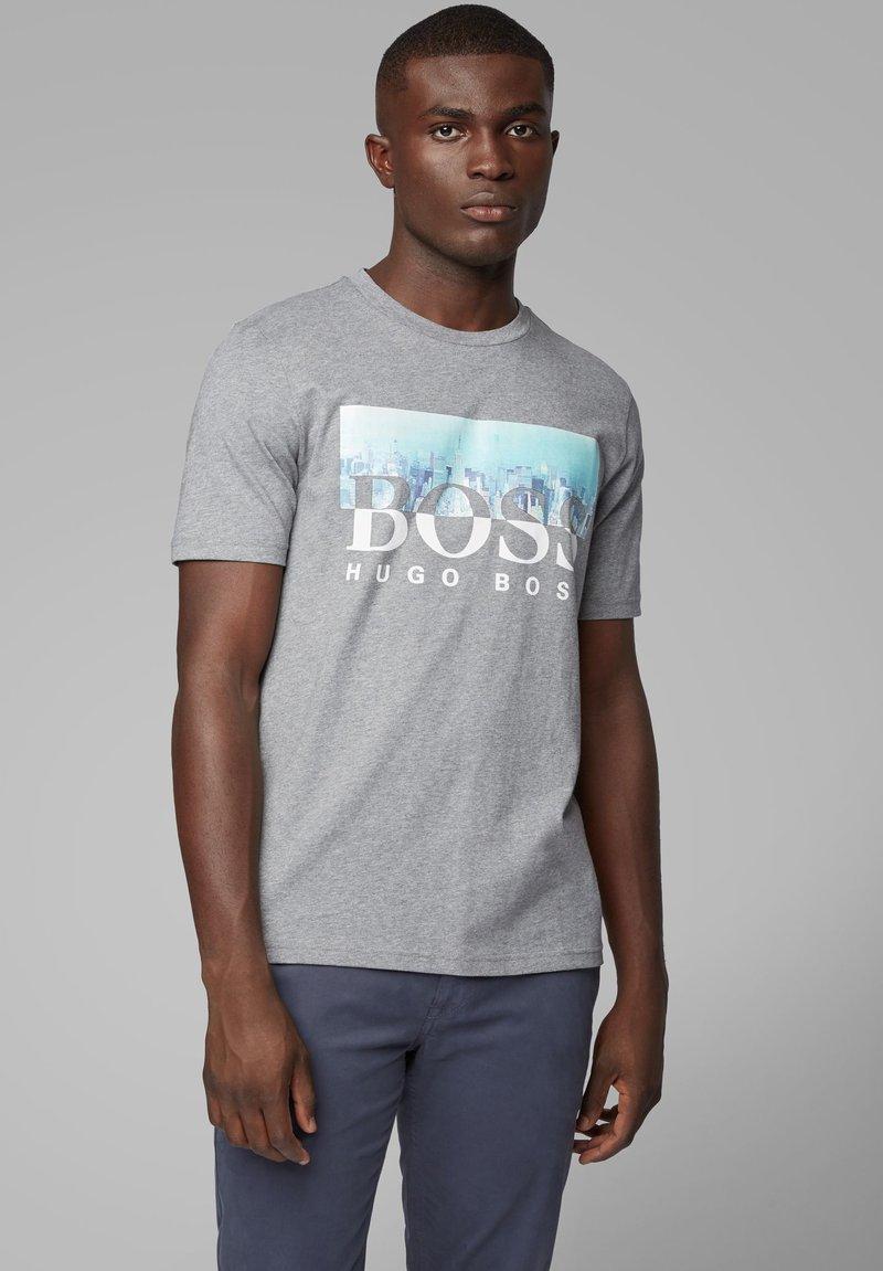 BOSS - TREK  - T-Shirt print - light grey