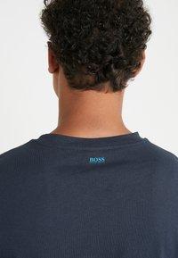 BOSS - TREK  - T-shirt imprimé - navy - 3