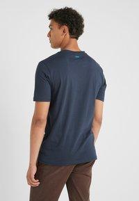 BOSS - TREK  - T-shirt imprimé - navy - 2