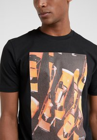 BOSS - TREK 1 - T-shirt med print - black - 5