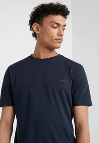 BOSS - TRUST - Basic T-shirt - navy - 4