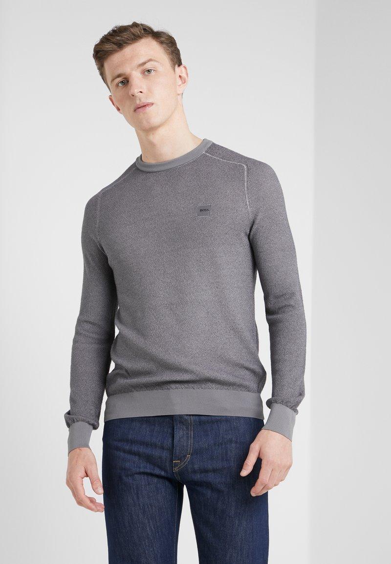BOSS - AKUSTOR - Svetr - medium grey