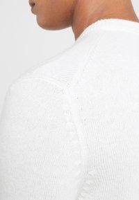 BOSS - AMBOTREVO - Sweter - offwhite - 3