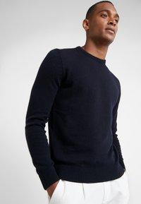 BOSS - AMBOTREVO - Stickad tröja - navy - 0
