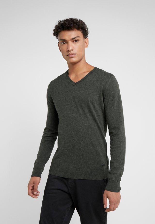 KUESVIRO - Pullover - olive