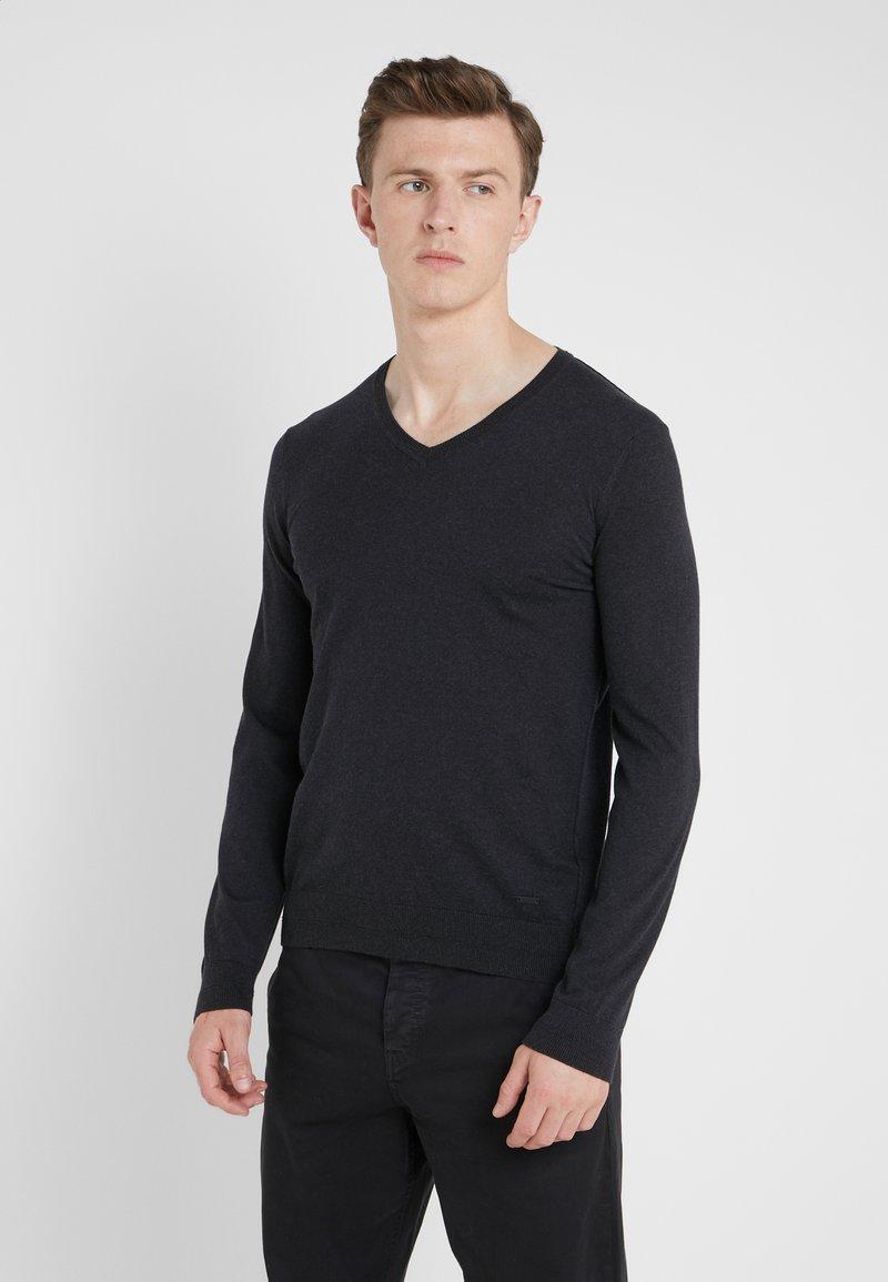 BOSS - KUESVIRO - Strickpullover - black