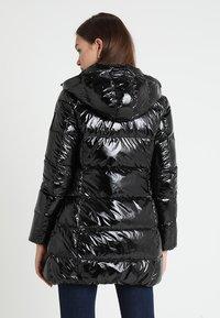 Bomboogie - Kabát zprachového peří - black - 3