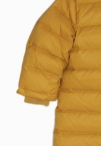 Bomboogie - Mono para la nieve - yellow beak - 4