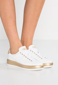 Bogner - Sneakersy niskie - white/platinum - 0