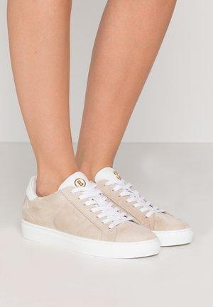 NEW SALZBURG  - Sneakers laag - ivory