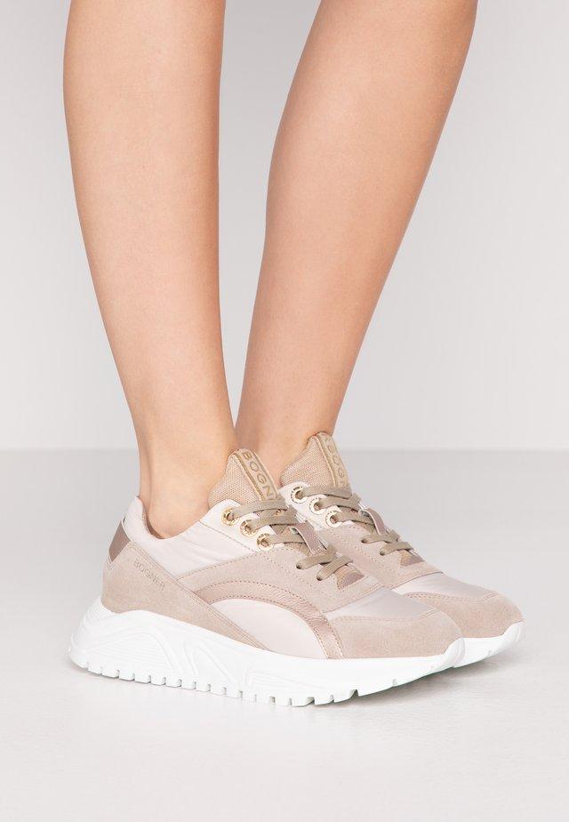 NEW MALAGA  - Sneakers laag - beige