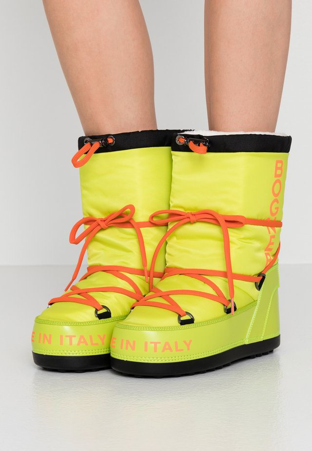 NEW TIGNES - Winter boots - neon lime