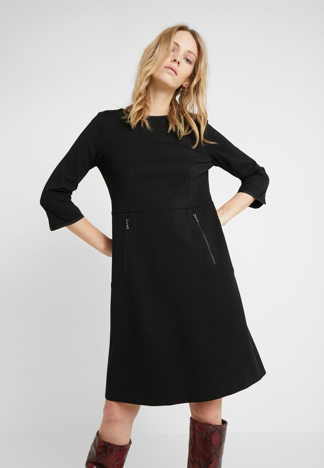 LUCIANA - Korte jurk - black