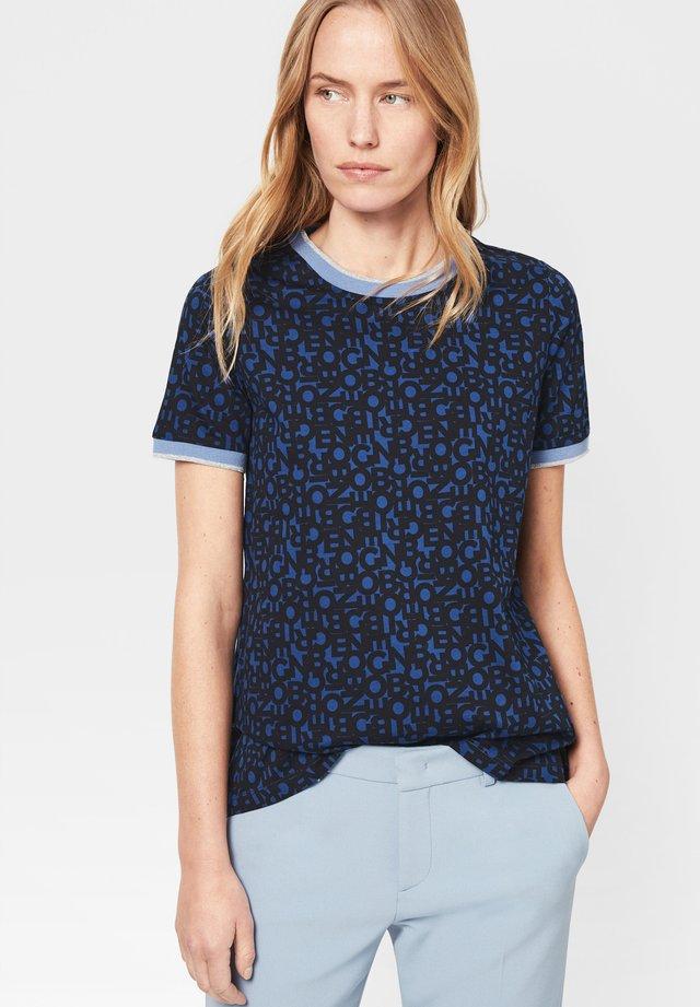 JOANA - Print T-shirt - navy-blau