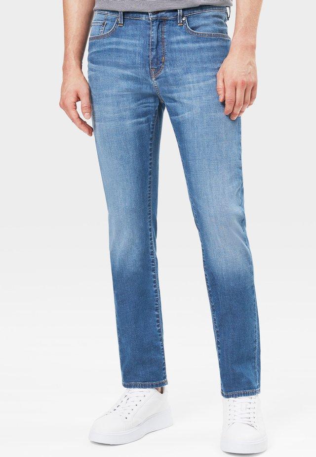 ROB - Jeans Tapered Fit - medium denim blue