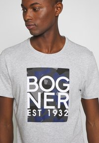 Bogner - ROC - Triko spotiskem - grey - 5